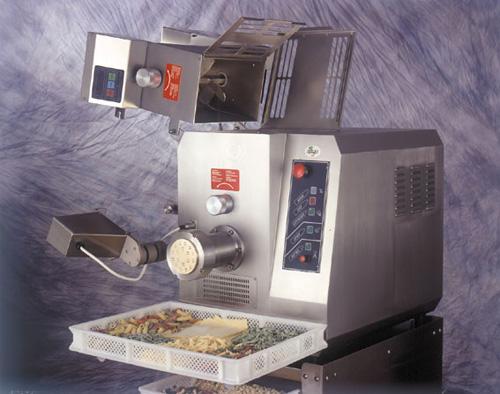 Modell P55 Pastamaschine - Produkt - Gastrowold-24 - Ihr Onlineshop für Gastronomiebedarf